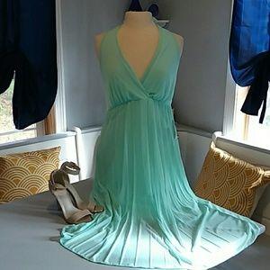 ☆💋NWT Venus halter dress